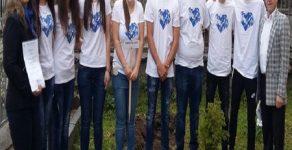 """Абитуриенти от Борино се включиха в инициативата """"С тениска на бала"""""""