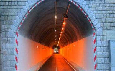 Чистят тунелите по пътя Чепеларе-Асеновград, движението е в едната лента