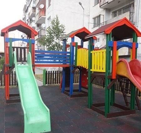 Община Смолян продължава да ремонтира и обновява детските площадки