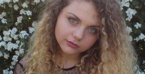 Смолянското момиче Антонина Карабова изумява с хитови кавъри в YouTube