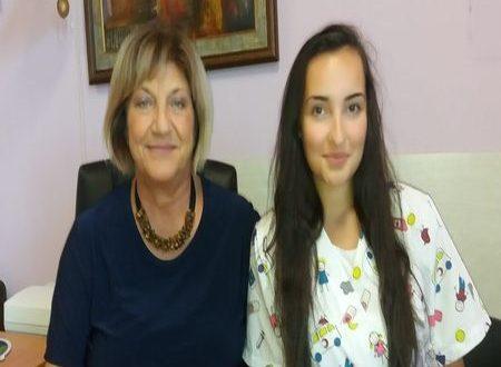 17-годишната Мария Малецова е първият доброволец в смолянската болница