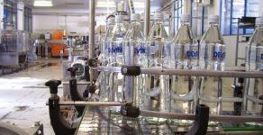 Ученици се запознаха с бизнеса за бутилиране на вода в Девин