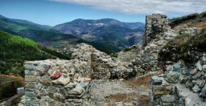 Археолози откриха интересни артефакти на Момчиловата крепост