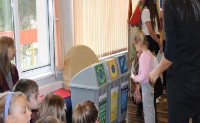 РИОСВ – Смолян и доброволци от БЧК запознаха деца с ползите от разделното събиране на отпадъци