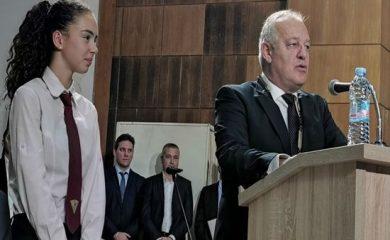 Десетокласничката Нина Кисьова стана кмет на Смолян за един ден