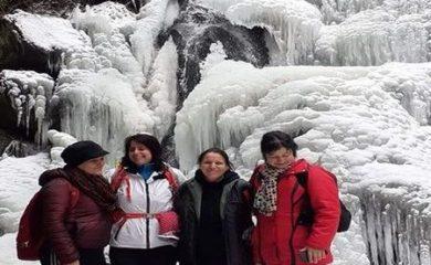 Водопадът край село Късак привлича туристи и през зимата