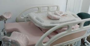 Кметът на Мадан подари ново родилно легло на отделението по акушерство