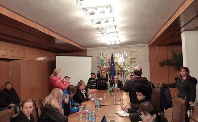 Кметът Мелемов пред родители: Училищата поемат храненето на учениците