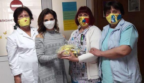 Радослава Лазарова дари защитни маски на бебешкото отделение в смолянската болница