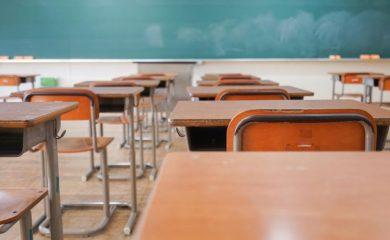 Разрешават само практически присъствени дейности на учениците от 5 до 12 клас