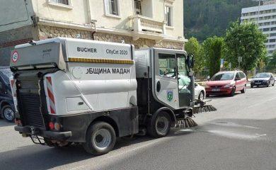 Дезинфекция на главните улици в Мадан