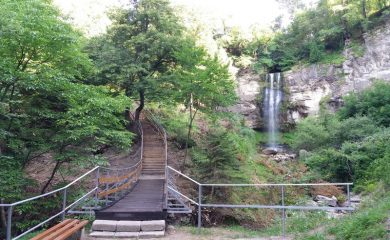 Смолянският водопад – кътче чиста природа сред града