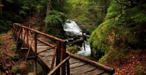 """Пешеходен преход до """"Каньона на водопадите"""" организира Туристическият център в Пампорово"""