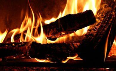 Сухите дърва за огрев замърсяват въздуха по-малко
