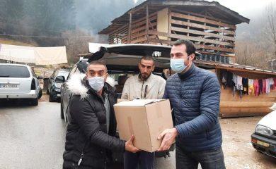 Зам.-кметът Марин Захариев занесе кашони с храна на пострадалите от свлачището