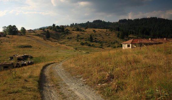 Населението в Смолянска област стремглаво намалява
