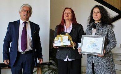 Зам.-областният управител Андриян Петров връчи наградите за библиотека и библиотекар на годината