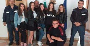 Полицаи изнесоха открит урок по гражданско образование на ученици в Баните