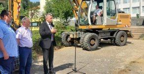 Започна дълго чаканото обновяване на училищния двор в Неделино