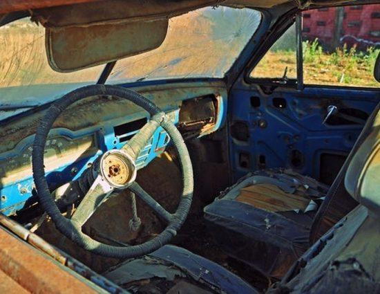 Смолянска община с нова акция за премахване на изоставени коли