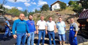 Асфалтират редица улици в рудоземското село Елховец